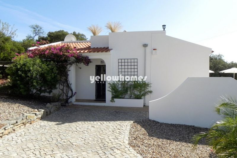 Well-maintained 2-bedroom villa with far reaching countryside views